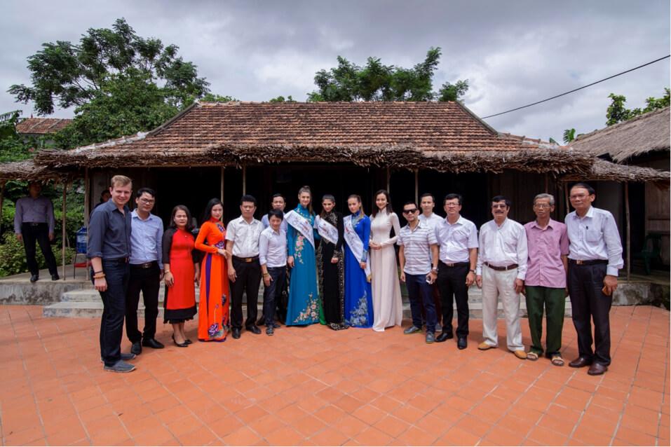 VietGroup, các Hoa hậu, Á Hậu nước Áo 2018 và các sở ban ngành của Tỉnh Quảng Bình đến viếng thăm nhà Đại Tướng Võ Nguyên Giáp